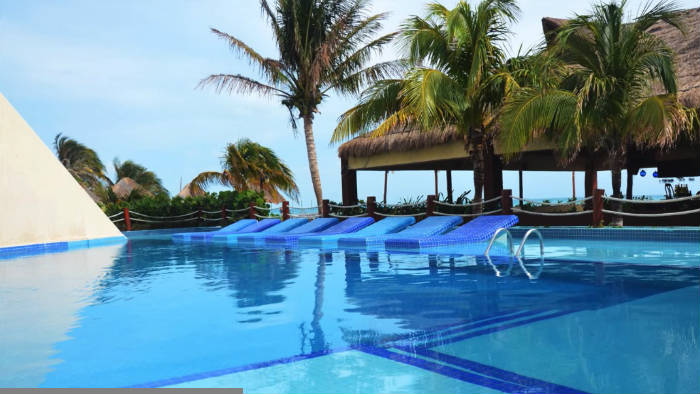 Mia Reef Club Piscina y Blue Moon Bar
